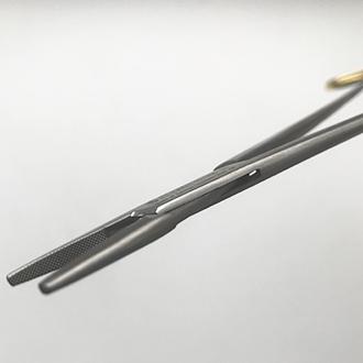 Иглодержатель микрососудистый Дебейки с твердосплавными вставками прямой