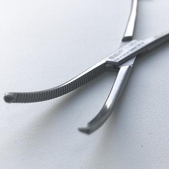 Зажим кровоостанавливающий 1x2 зубый зубчатый изогнутый, (зажим Кохера)