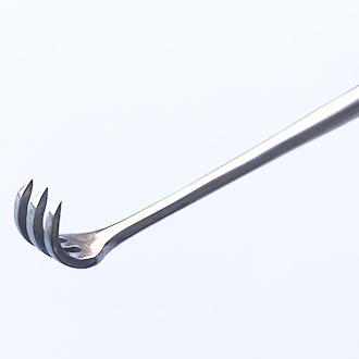 Крючок хирургический острый трехзубый К-26