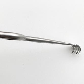 Крючок хирургический четырехзубый, острый № 1.