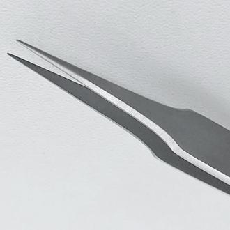 Пинцет микроанатомический, с шириной рабочей части 0,15 мм.